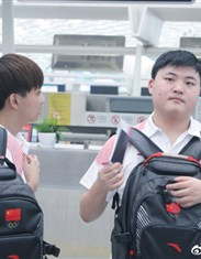 抢先看!中国亚运会英雄联盟代表队机场照