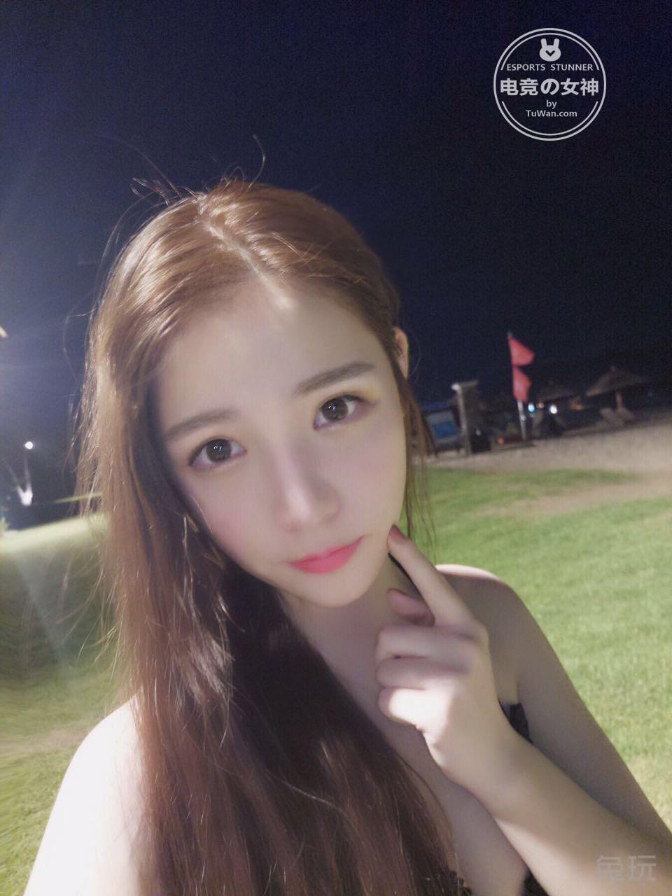 电竞女神第三期:校园女神林昕妍生活照